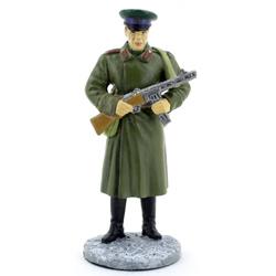 Оловянная миниатюра красноармеец пограничных войск НКВД в зимней форме