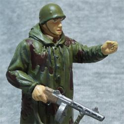 Оловянная миниатюра Разведчик в летнем камуфляже