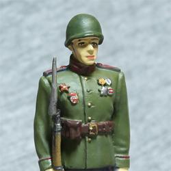 Оловянная миниатюра рядовой вардейских частей РККА в парадной форме для строя