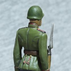 Оловянная миниатюра рядовой гвардейских частей РККА в парадной форме для строя