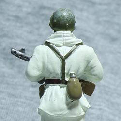 Оловянная миниатюра рядовой стрелковых частей РККА в зимнем камуфляже